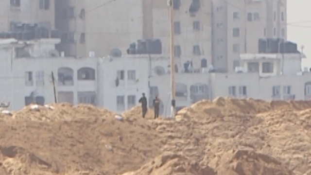 Still from video showing armed militants on the Gaza side of the border in March 2015
