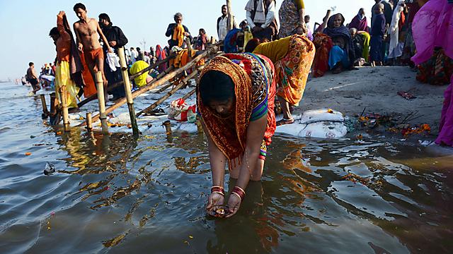טובלים בגנגס. ארכיון (צילום: AFP) (צילום: AFP)