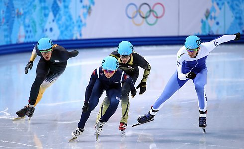 ביקנוב (מימין) בפעולה. שואף להגיע גם לאולימפיאדה בבייג'ינג (צילום: גטי אימג'ס)
