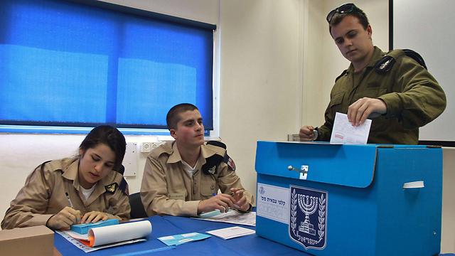 IDF soldier voting (Photo: AFP)