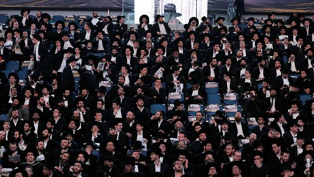 """גברים חרדים בישראל. המל""""ג מתווה כיוון, אך האם הם ישנו את סדרי עולמם?  (צילום: רויטרס)"""
