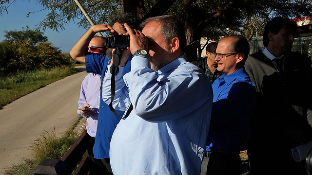 Lieberman at Netiv HaAsara (Photo: Roee Idan)
