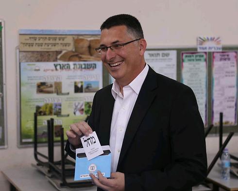 גדעון סער מצביע בבחירות האחרונות (צילום: מוטי קמחי) (צילום: מוטי קמחי)