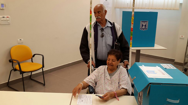 A patient casts her ballot at Hillel Yaffe Medical Center in Hadera. (Photo: Alex Greenman)