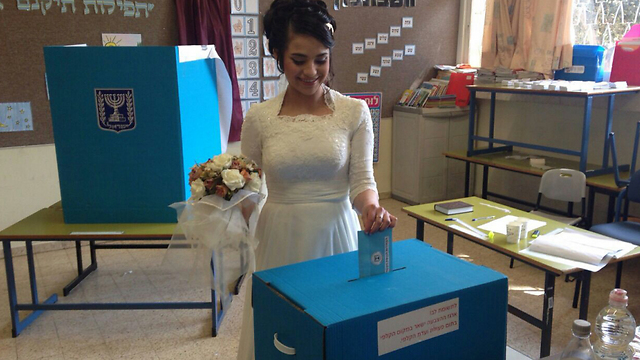 And another casts her ballot in Tel Aviv. (Photo: Asaf Mirom)