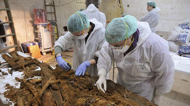 30 מדענים פעלו לאיתור עצמותיו של סרוואנטס (צילום: EPA) (צילום: EPA)