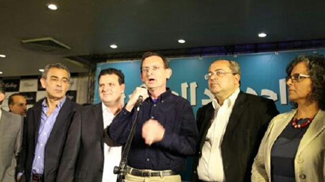 חתר לקידום השיח בין יהודים לערבים. חנין יחד עם חברי הרשימה המשותפת ()