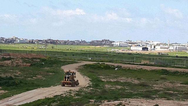 חמאס בונה מוצבים לצד הבתים ההרוסים בסג'עיה (צילום: יואב זיתון)
