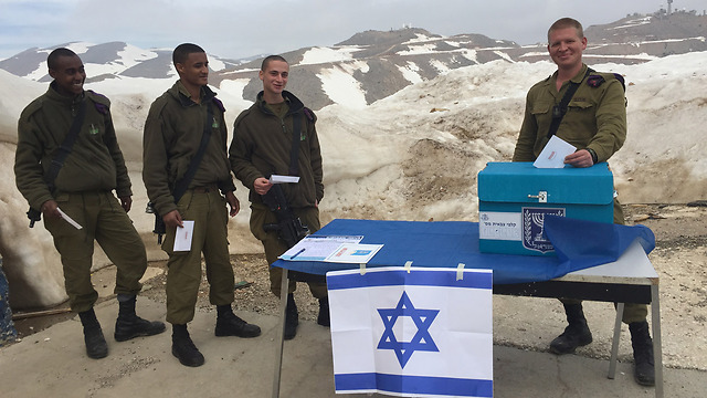 iDF troops voting in Israel's 2015 elections (Photo: IDF SpoKesperson's Unit)