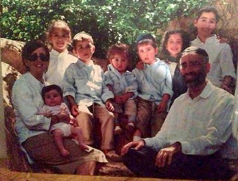 הששונים, עם 7 מ-8 ילדיהם