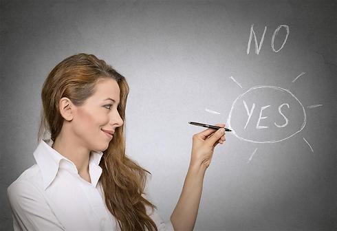 נסי לבחון את עצמך ולבדוק מה נכון ולא נכון לך (צילום: shutterstock) (צילום: shutterstock)