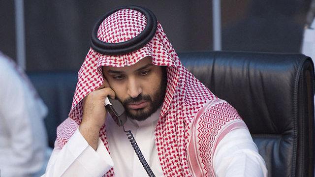 """עוקב מקרוב אחר המבצע. שר ההגנה של סעודיה מוחמד בן סלמאן בחמ""""ל ()"""