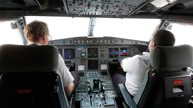 תא טייס באיירבוס A320 (צילום: רויטרס) (צילום: רויטרס)