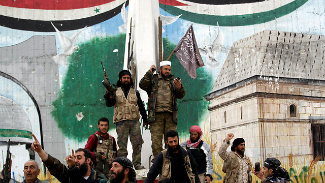 Syrian rebels in the town of Idlib (Photo: Reuters)