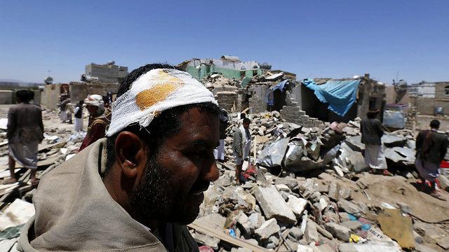 הרס שנגרם לכאורה בעקבו מתקפות הקואליציה הערבית בתימן (צילום: EPA) (צילום: EPA)