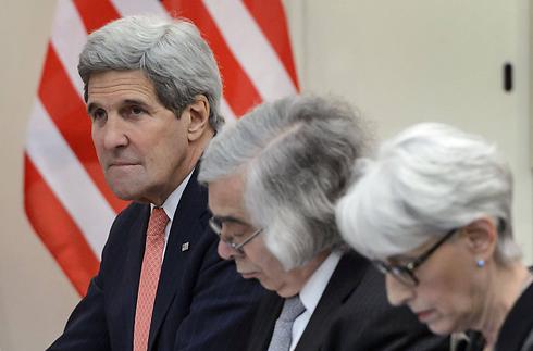 """צות המו""""מ עם איראן: וונדי שרמן, ארנסט מוניז וג'ון קרי (צילום: AFP) (צילום: AFP)"""