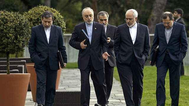Iran's nuclear negotiations team, including atomic chief Ali Akbar Salehi, second from the right, and Foreign Minister Zarif, second from left (Photo: AP)