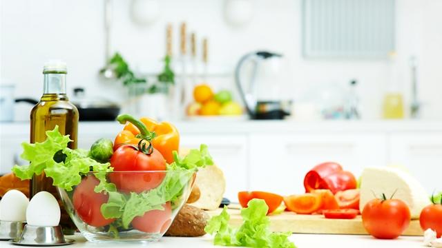 פירות וירקות טריים שומרים על ערכים (צילום: shuttersrock)
