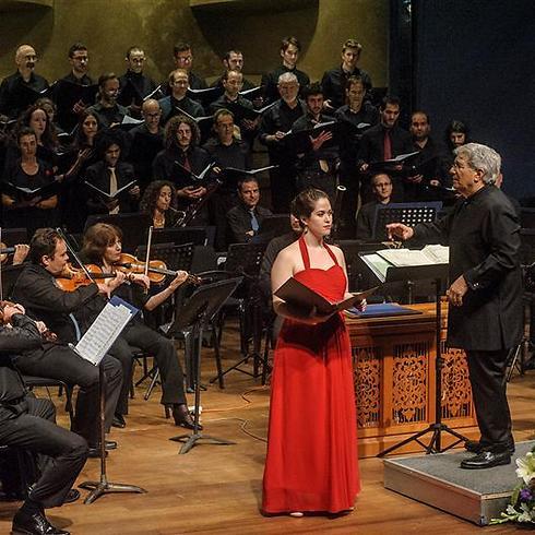 זמרת הסופרן דניאלה סקורקה והמנצח סטנלי ספרסר (צילום: מקסים ריידר) (צילום: מקסים ריידר)