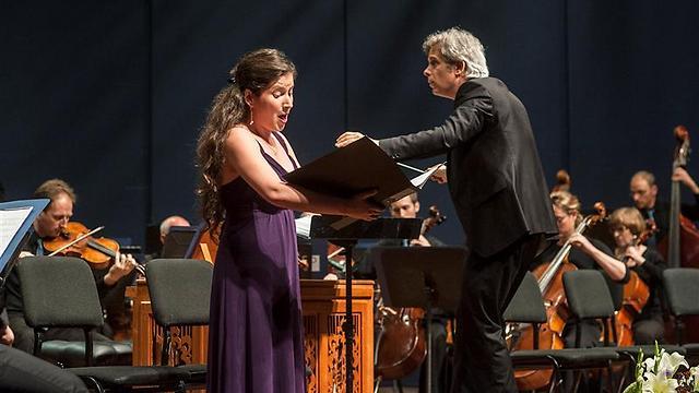 המנצח רונן בורשבסקי והזמרת עינת ארונשטיין (צילום: מקסים ריידר) (צילום: מקסים ריידר)