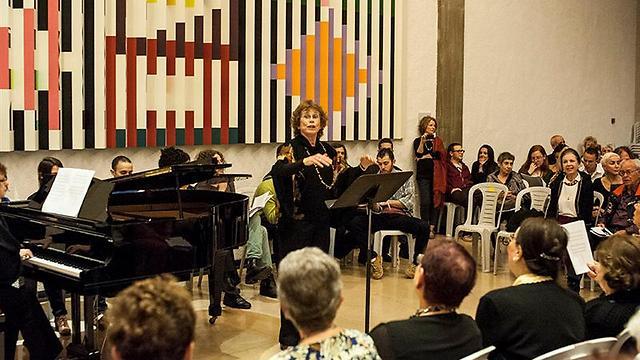שרים עם הקהלץ מקהלת רינת (צילום: מקסים ריידר) (צילום: מקסים ריידר)