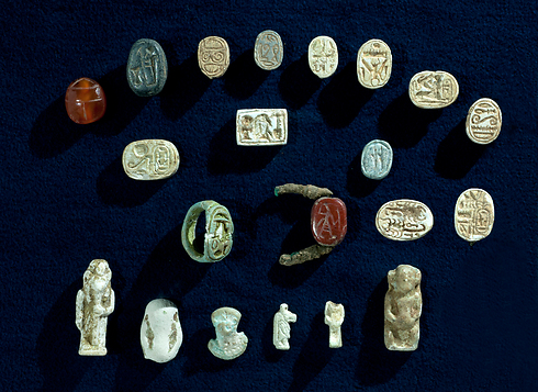 A collection of artifacts with characteristics of the Egyptian culture, which were discovered in the excavation (Photo: Clara Amit, IAA)