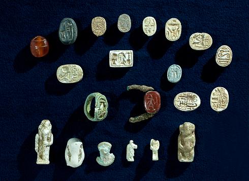 הממצאים שהתגלו במערה ליד להב (צילום: קלרה עמית, באדיבות רשות העתיקות)