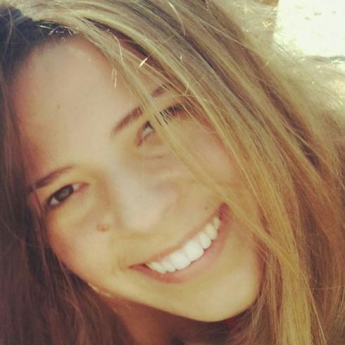הילה ברון ()