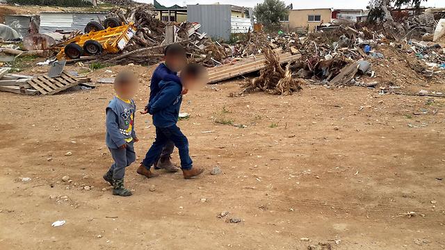 ילדים בדואים באחד הכפרים הלא מוכרים (צילום: רועי עידן) (צילום: רועי עידן)