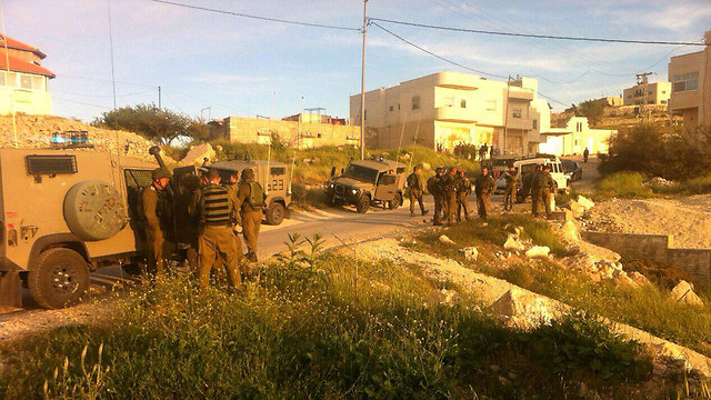 Soldiers searching the area for the missing Israeli (Photo: Tazpit)
