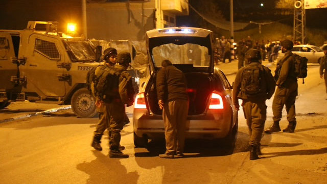 IDF troops searching for the missing Israeli (Photo: Motti Kimchi)