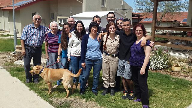Shlomit Berman with her Israeli host family (Photo: Roee Idan)