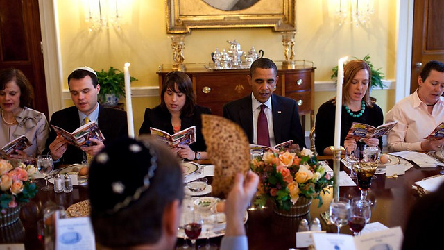 Obama Hosts Traditional White House Passover Seder