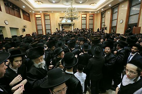 המונים התכנסו בהיכל הישיבה (צילום: עידו ארז) (צילום: עידו ארז)