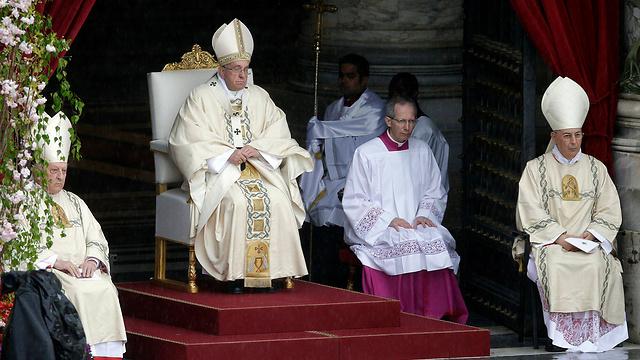 האפיפיור פרנסיסקוס בכיכר פטרוס הקדוש, הוותיקן (צילום: רויטרס)
