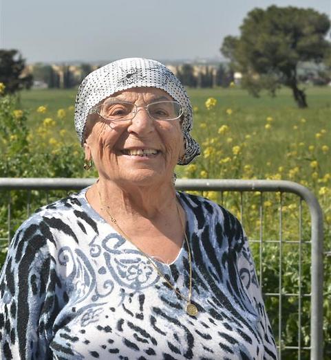 יצאה ללימודים בגיל 65. לא מרגישה זקנה: פירחה אליהו (צילום: שמעון פרץ)