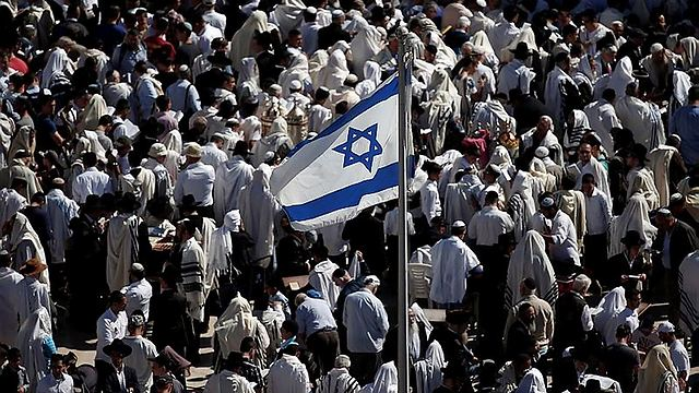 The Israeli flag flutters nearby (Photo: AFP) (Photo: AFP)