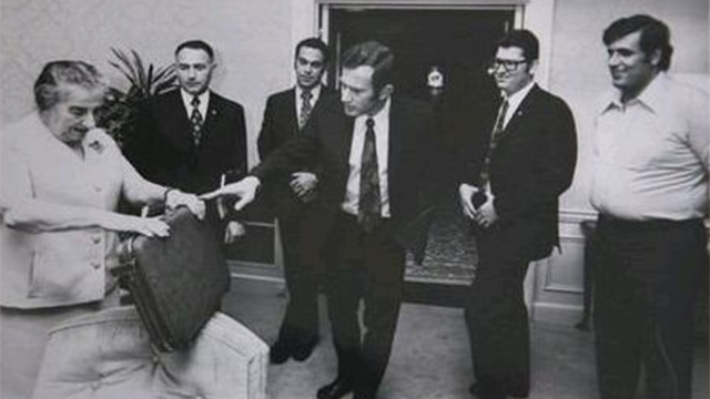 """סיפר על ימי החופש של גולדה. נתן (מימין) ומאיר (משמאל) (צילום: ארכיון לע""""מ)"""