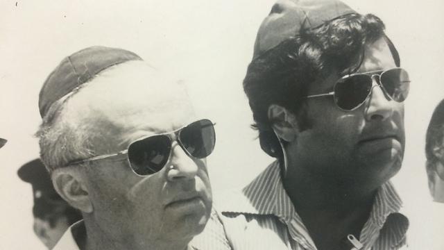עם יצחק רבין. מהדמויות הבולטות בשירות (צילום: רחמים ישראלי)