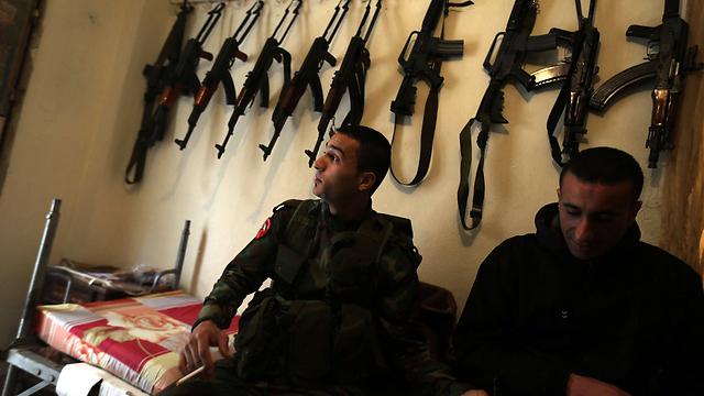 אנשי מיליציות פלסטיניות. למי יש אומץ להתעסק עם הג'יהאדיסטים? (צילום: AFP) (צילום: AFP)