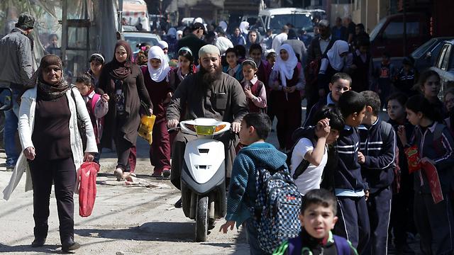רחובות המחנה העמוסים. מעט אפשרויות תעסוקה (צילום: AFP) (צילום: AFP)