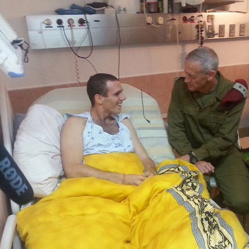 Former IDF Chief of Staff Benny Gantz visits Shir in hospital. (Photo: IDF Spokesman's Unit)