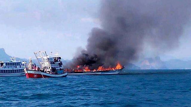 אש בספינת הטיולים ()