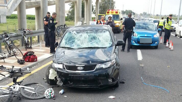 הרוכבים הפצועים פונו לבתי החולים קפלן וברזילי ()
