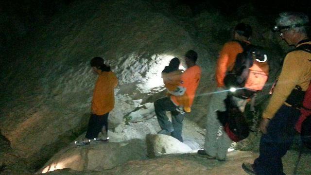 """מתנדבים מחלצים משפחה שנתקעה בשעות החושך במהלך טיול (צילום:   יח""""צ ערבה) (צילום:   יח"""