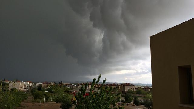 עננים כבדים ליד גבעת עדה (צילום: ינאי טלמור) (צילום: ינאי טלמור)