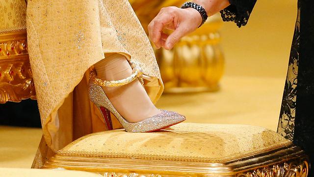 רגלה של אשת הנסיך הטרייה (צילום: רויטרס) (צילום: רויטרס)