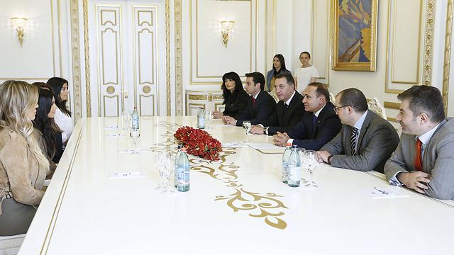 הפגישה עם ראש הממשלה. הודה גם על התרומה להכרה ברצח הארמנים (צילום: AFP) (צילום: AFP)