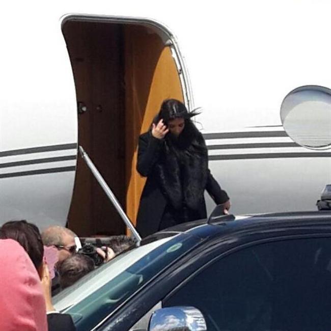 Kim Kardashian lands in Israel. (Photo: Tamar Shiner)