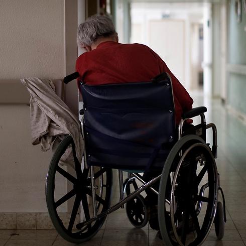 יותר עניים וחולים ומרגישים בודדים. ארכיון (צילום: AP) (צילום: AP)